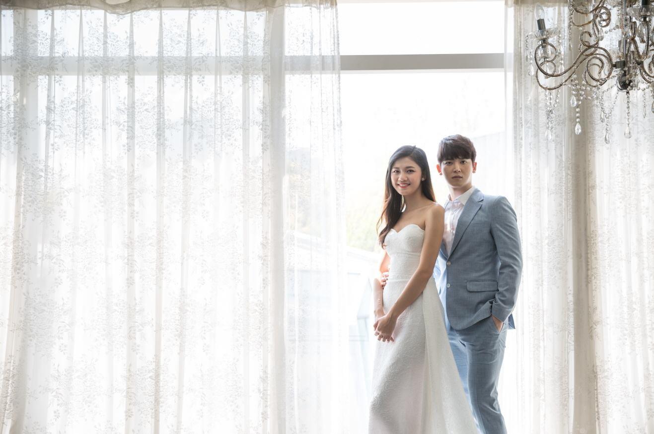 Vừa có tin đồn kết hôn với đại gia hơn 16 tuổi, Á hậu Thanh Tú  tung ngay ảnh cưới với mỹ nam Hàn  - Ảnh 4.