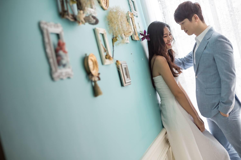 Vừa có tin đồn kết hôn với đại gia hơn 16 tuổi, Á hậu Thanh Tú  tung ngay ảnh cưới với mỹ nam Hàn  - Ảnh 3.