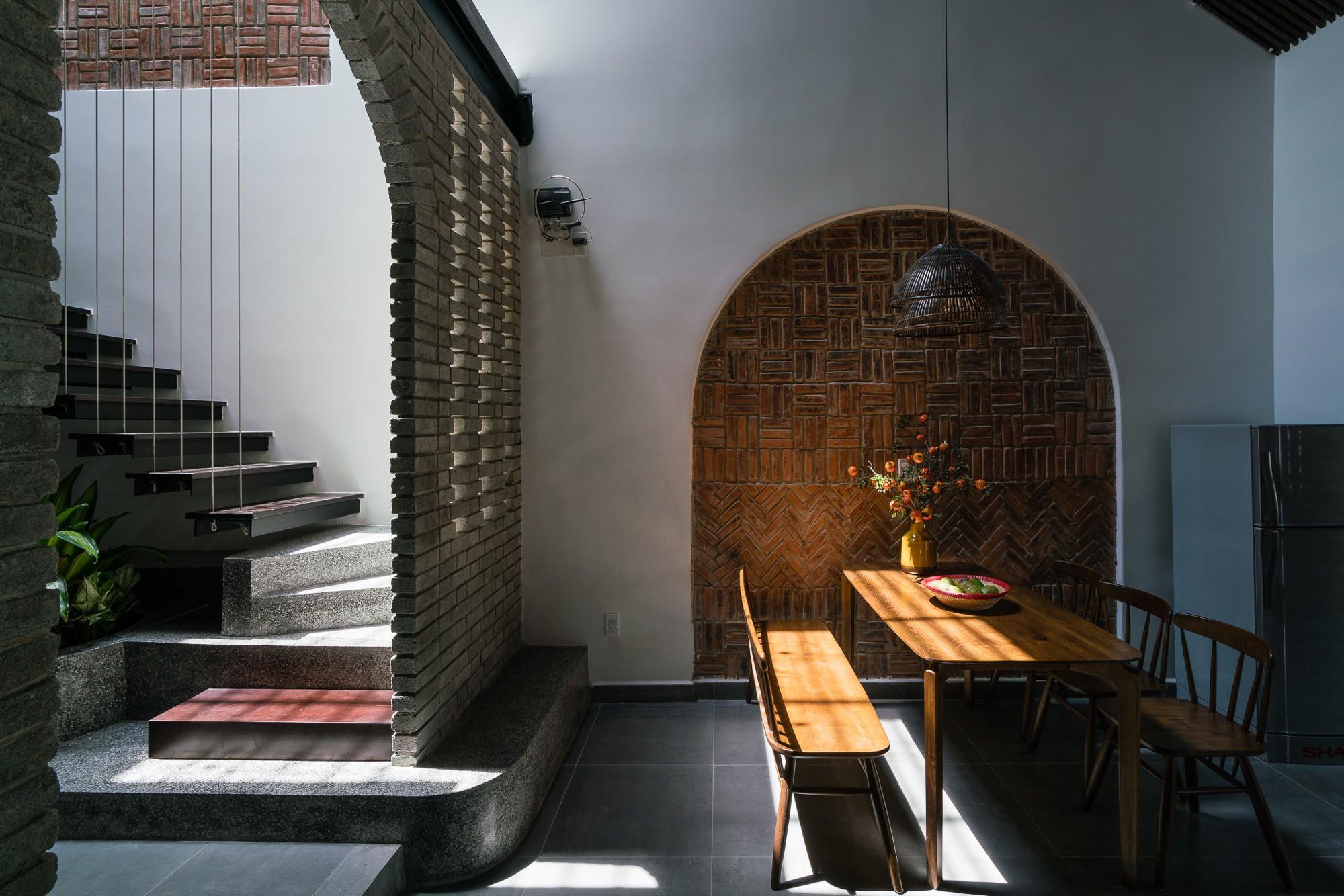 Ngôi nhà gạch 2 tầng của cặp vợ chồng già ở Đà Nẵng được tạp chí Mỹ xuýt xoa khen ngợi - Ảnh 9.