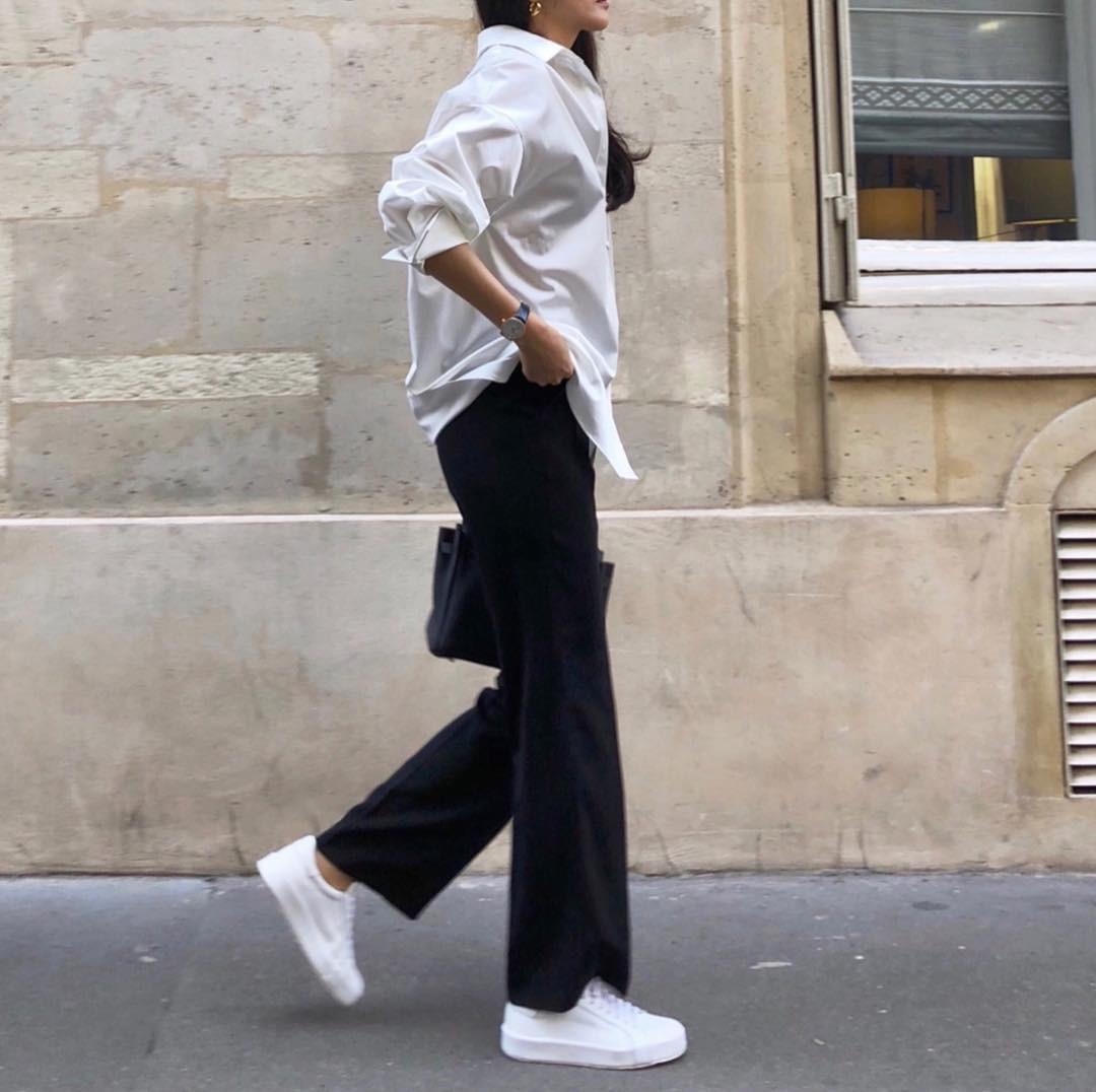 20 gợi ý cho thấy sneakers trắng chính là đôi giày thiên biến vạn hóa đẹp quên sầu với đủ mọi set đồ - Ảnh 18.