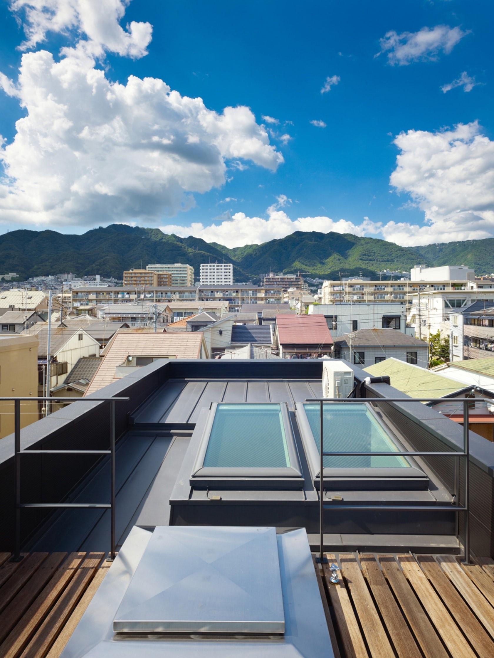 Ngôi nhà tí hon với mặt tiền hẹp 2,5m ở Nhật, sâu hun hút nhưng gây bất ngờ nhờ sở hữu thiết kế quá thông minh - Ảnh 3.