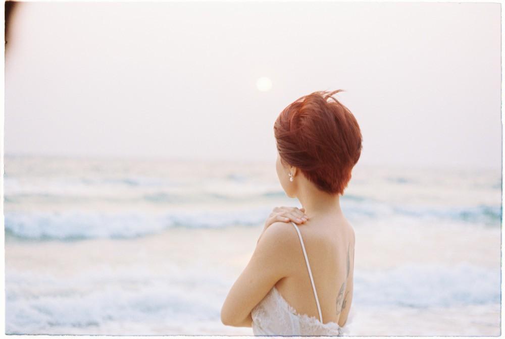Chán kể chuyện yêu đương sầu thảm, Uyên Linh mong manh tìm kiếm cuộc đời mình  - Ảnh 3.
