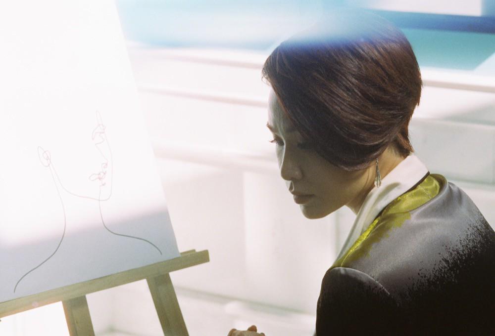 Chán kể chuyện yêu đương sầu thảm, Uyên Linh mong manh tìm kiếm cuộc đời mình  - Ảnh 9.