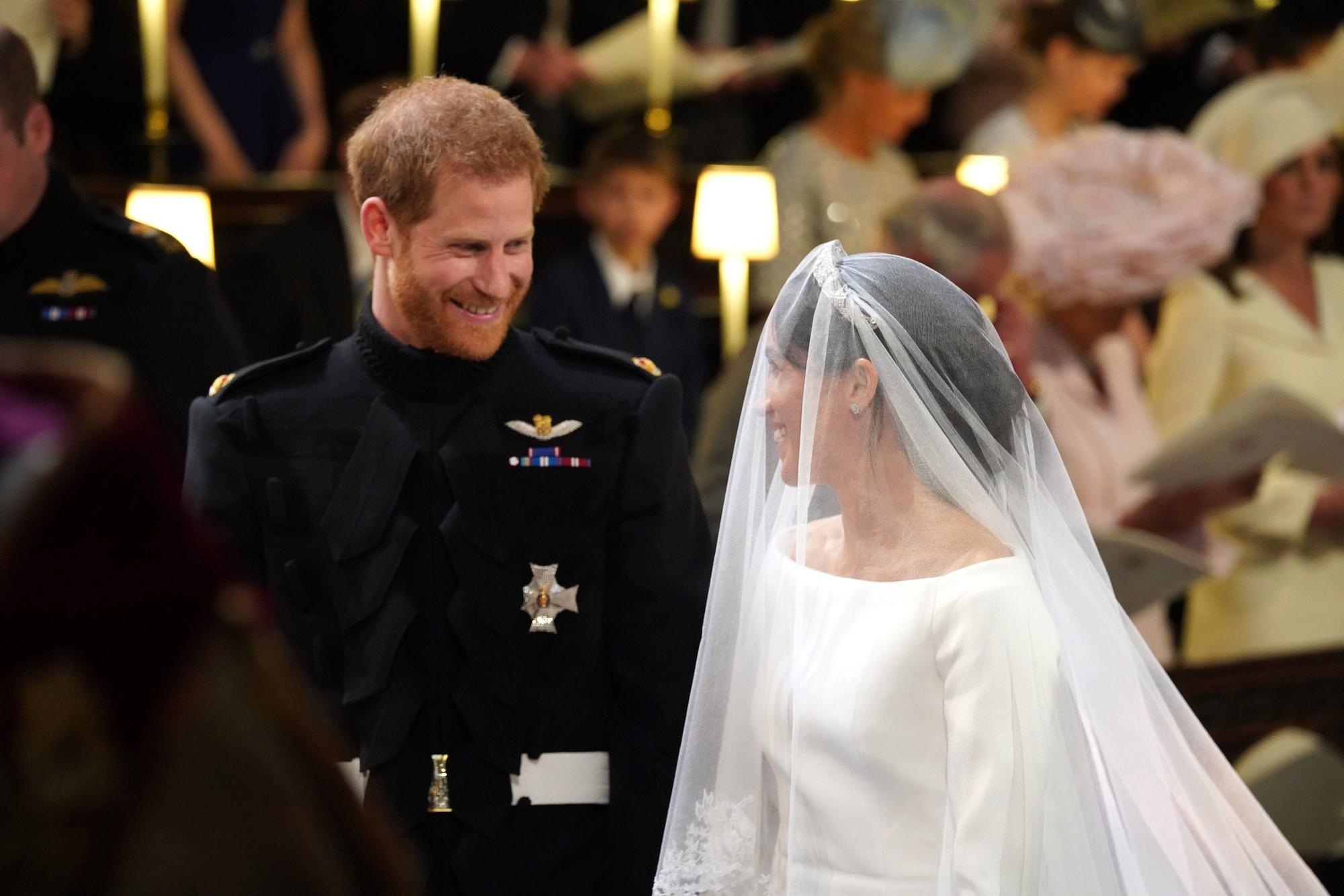 Ít ai biết rằng sau đám cưới, Hoàng tử Harry đã liên tục nói điều này với chuyên gia trang điểm của Meghan Markle - Ảnh 3.