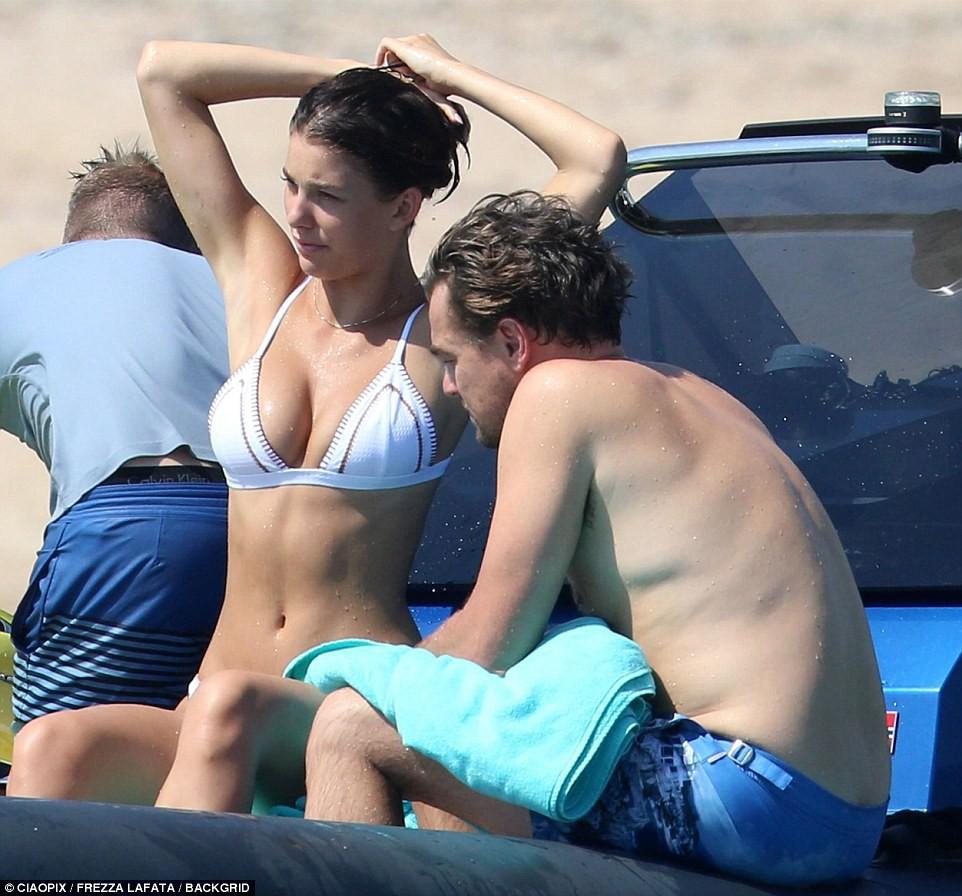 Bạn gái kém 22 tuổi của Leonardo DiCaprio khoe body nóng bỏng cực hút mắt dù ảnh chưa được photoshop - Ảnh 6.