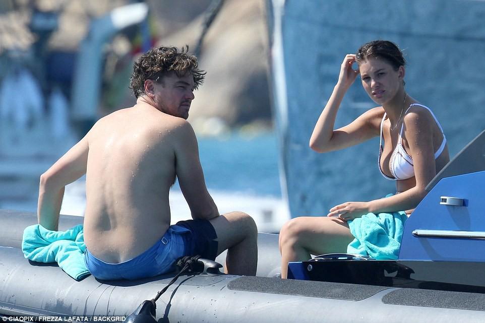 Bạn gái kém 22 tuổi của Leonardo DiCaprio khoe body nóng bỏng cực hút mắt dù ảnh chưa được photoshop - Ảnh 7.