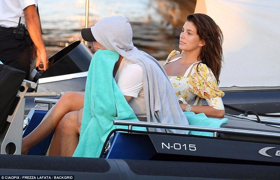 Bạn gái kém 22 tuổi của Leonardo DiCaprio khoe body nóng bỏng cực hút mắt dù ảnh chưa được photoshop - Ảnh 9.
