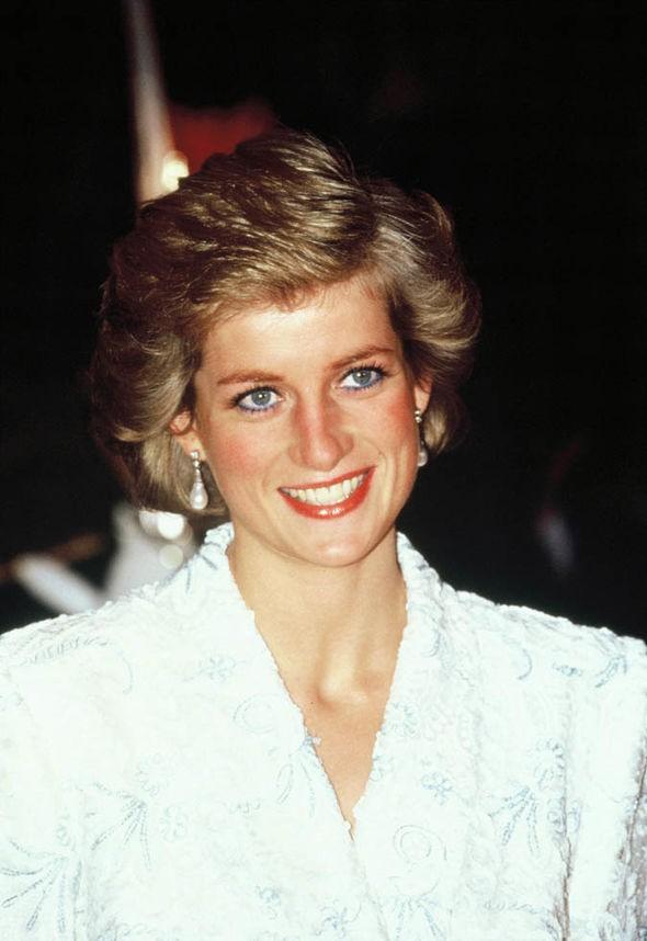 Những bí mật lần đầu được tiết lộ trong lá thư cuối cùng Công nương Diana gửi cho bạn trai mới chỉ 2 tuần trước khi gặp nạn - Ảnh 1.