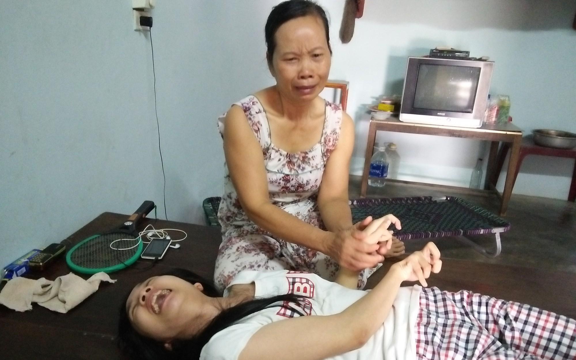 Nghệ An: Lời cầu cứu ú ớ của cô gái tật nguyền, có cha bị tai nạn giao thông phải sống thực vật