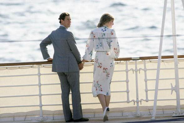 Hé lộ tuần trăng mật kinh hoàng của Công nương Diana và yêu cầu đau lòng của cô trước đám cưới cổ tích không được gia đình chấp nhận - Ảnh 2.