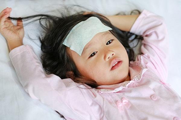 Trẻ bị sốt có nên đưa đến bệnh viện không, bố mẹ sẽ không còn lúng túng khi nhận biết những điều này - Ảnh 2.