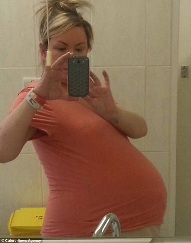 Bất chấp lời khuyên của bác sĩ chỉ nên giữ lại 2/4 thai, bà mẹ mang thai tư đã đón nhận điều kì diệu ngoài mong đợi - Ảnh 2.