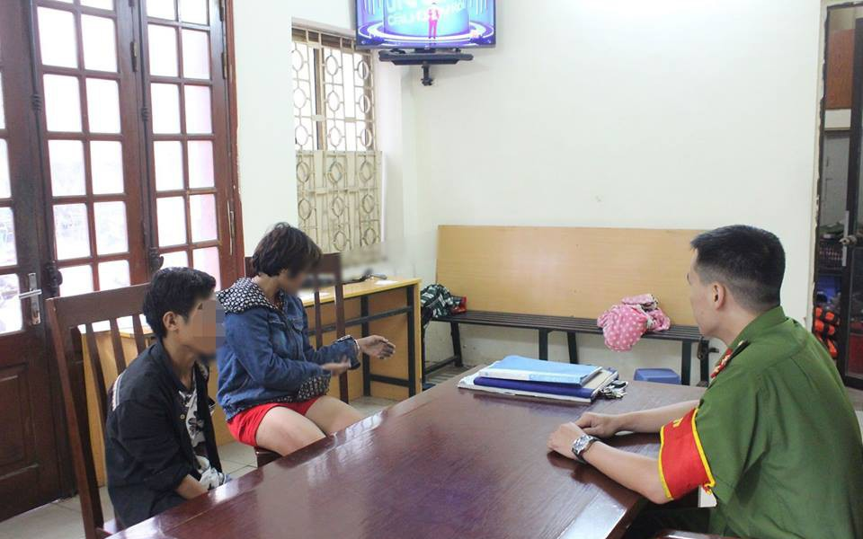 Công an triệu tập nhóm người trói chân tay bé trai vào gốc cây ở Hà Nội