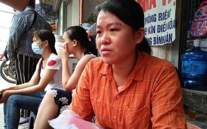 Mẹ nghèo khóc cạn nước mắt vì số tiền bán lợn để chữa ung thư cho con bị lửa thiêu rụi sau vụ hỏa hoạn trước cổng BV Nhi