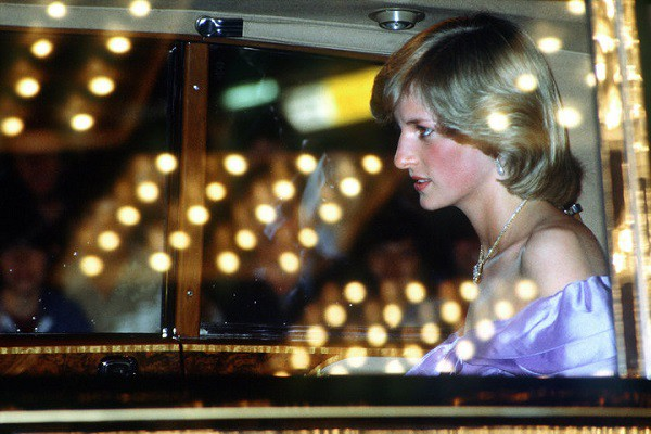 Công nương Diana đã mất 6 năm để vượt qua cơn ác mộng trầm cảm sau sinh như thế nào? - Ảnh 2.