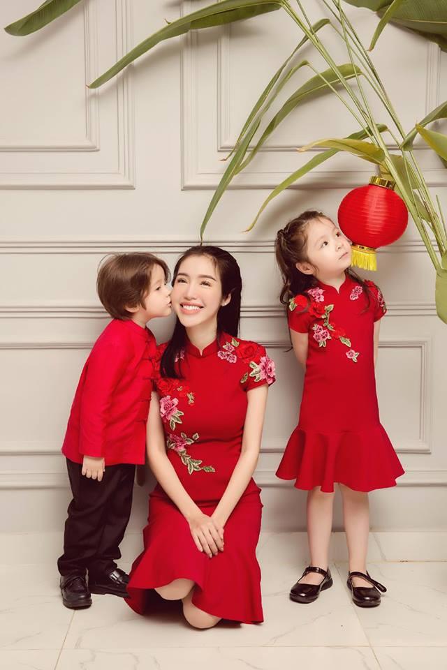 Khu vườn trên sân thượng nhỏ nhắn nhưng xanh mát mắt của bà mẹ hai con xinh đẹp Elly Trần - Ảnh 1.