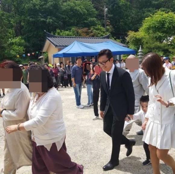 Sau nhiều năm giấu kín, con trai của tài tử Lee Byung Hun lần đầu lộ diện, được khen đẹp trai hơn bố - Ảnh 1.