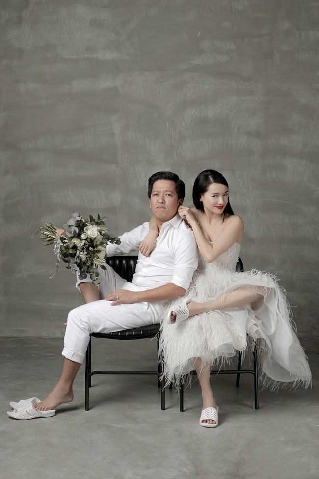Người ta đi tổ ong loẹt quẹt ngoài đường, Nhã Phương - Trường Giang diện ngay lên ảnh cưới, lại còn xuyệt tông với váy cưới xinh tươi mới chịu - Ảnh 2.
