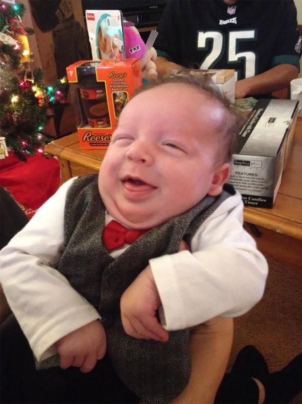 """Ngắm biểu cảm khuôn mặt """"già như trái cà"""" của các bé khiến bố mẹ phải cười bò - Ảnh 25."""