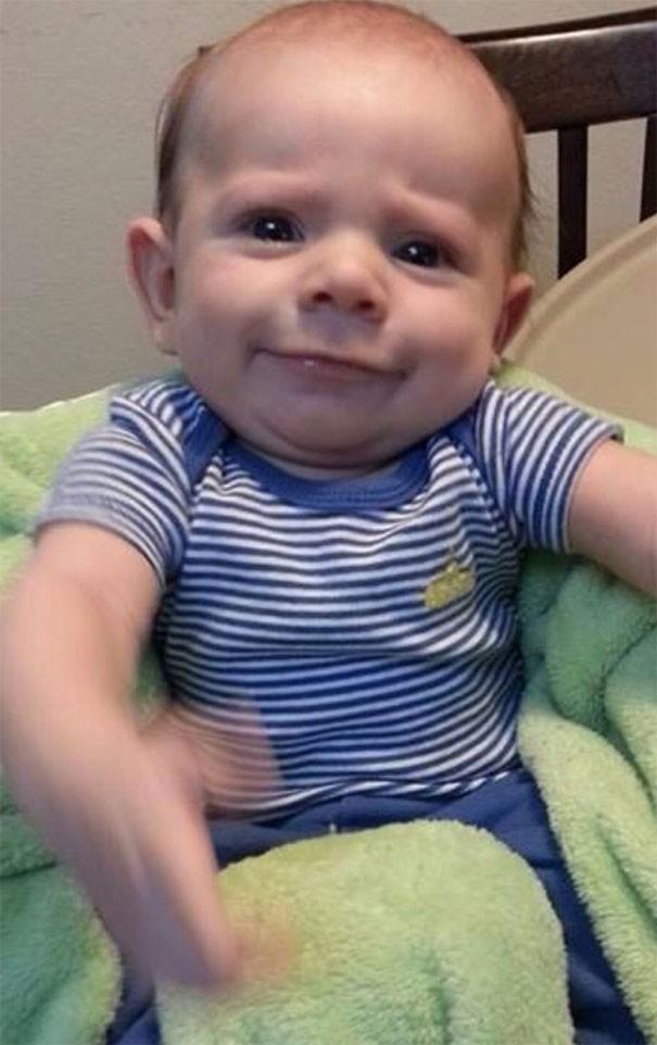 """Ngắm biểu cảm khuôn mặt """"già như trái cà"""" của các bé khiến bố mẹ phải cười bò - Ảnh 31."""