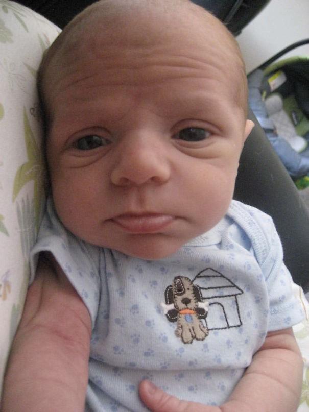 """Ngắm biểu cảm khuôn mặt """"già như trái cà"""" của các bé khiến bố mẹ phải cười bò - Ảnh 12."""