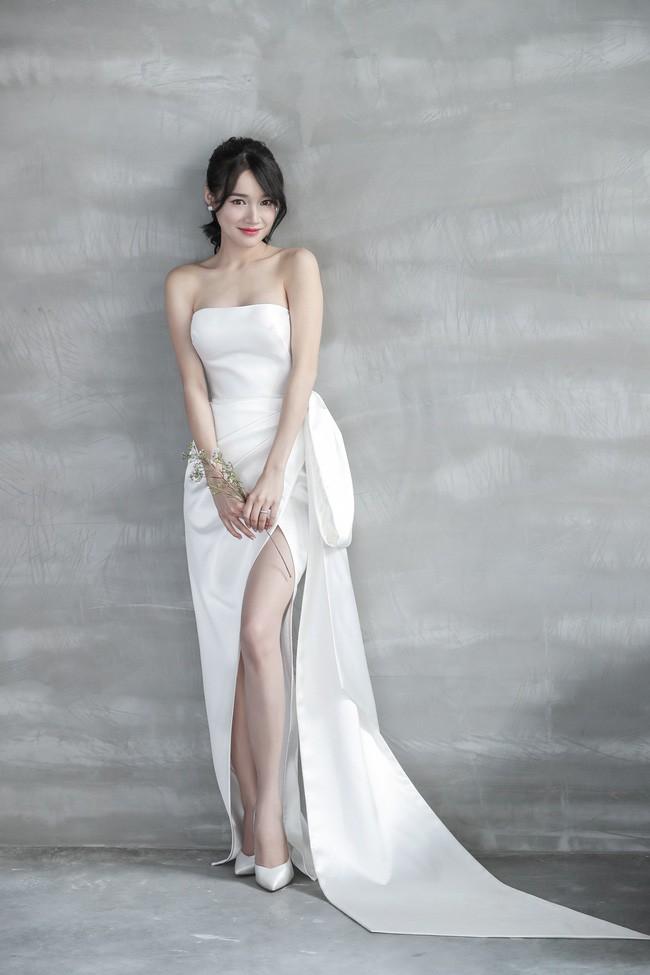 Lộ clip 30 giây biến hình Nhã Phương thành cô dâu xinh lung linh trong buổi chụp hình cưới - Ảnh 2.