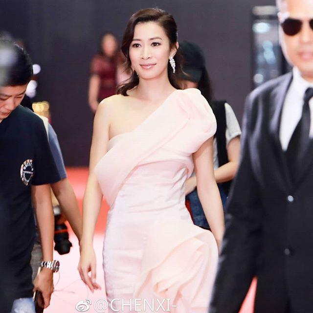 Cùng là U40: Phú sát Hoàng hậu Tần Lan mặc chất nhưng mặt đơ còn kế Hậu Xa Thi Mạn bánh bèo lại tỏa sáng - Ảnh 9.