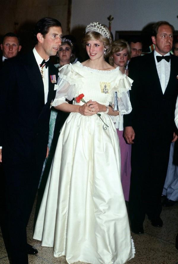 Đánh ghen xưa lắm rồi, xem cách Công nương Diana trả thù chồng ngoại tình mới thấy thấm vô cùng - Ảnh 2.