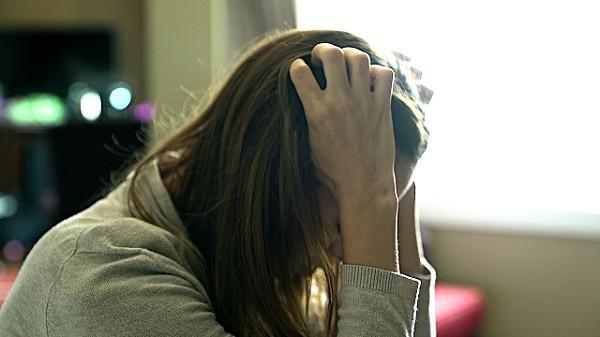 Đời thật bất công, thời con gái thì xấu không ai chịu lấy, vừa nhắm mặt lấy đại một người chồng xong thì bao đàn ông xin đón đưa - Ảnh 1.