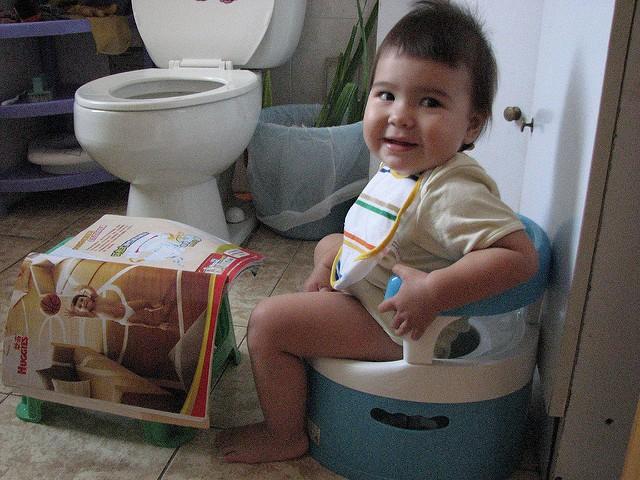 Bí quyết luyện bé ngồi bô chỉ trong 1 tuần theo cách của mẹ Trung Quốc - Ảnh 3.