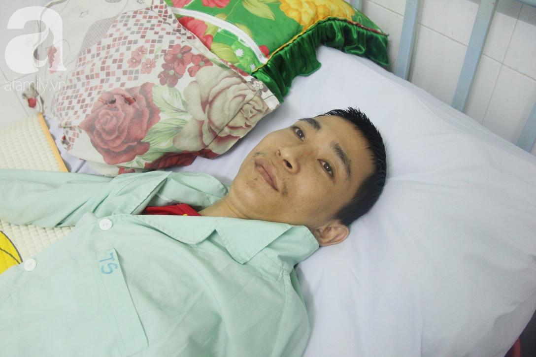 Phép màu đến với người mẹ xin cơm từ thiện, nuôi con trai liệt nửa người suốt 2 năm trời trong bệnh viện - Ảnh 3.