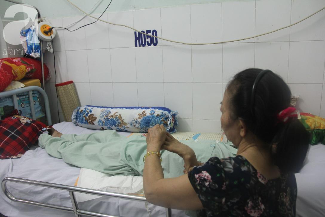 Phép màu đến với người mẹ xin cơm từ thiện, nuôi con trai liệt nửa người suốt 2 năm trời trong bệnh viện - Ảnh 6.