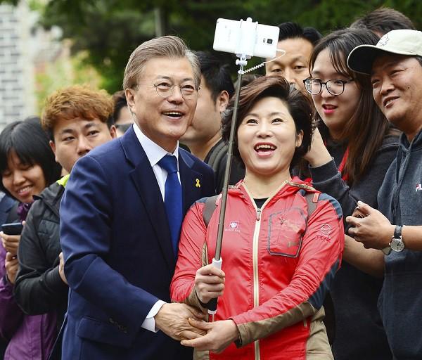 Đường đường là Tổng thống Hàn Quốc lại từng bị uy hiếp: Rốt cuộc anh có định cưới em không? Nói nhanh! - Ảnh 5.