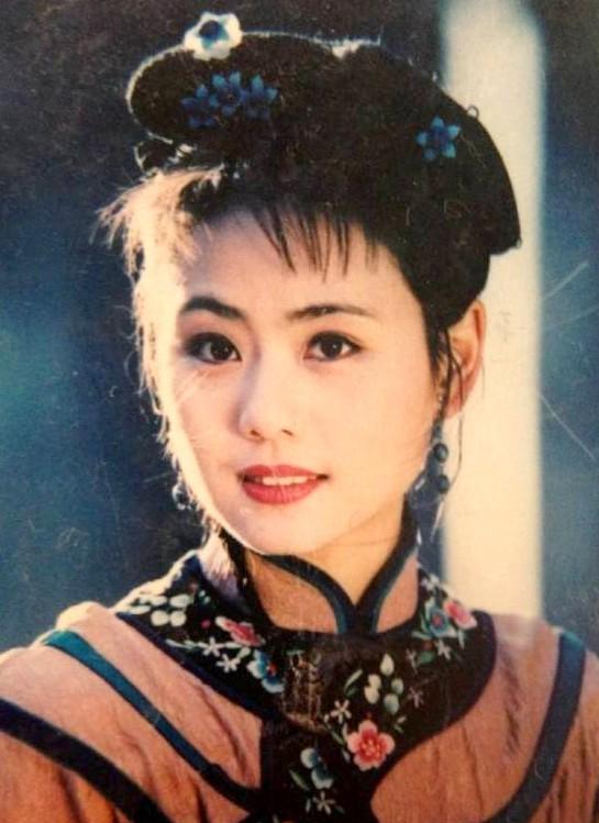 Liễu Hồng Trần Oánh: Sự nghiệp thua xa Triệu Vy, Lâm Tâm Như và cả Phạm Băng Băng nhưng có cuộc sống đáng mơ ước nhất Hoàn Châu cách cách - Ảnh 1.