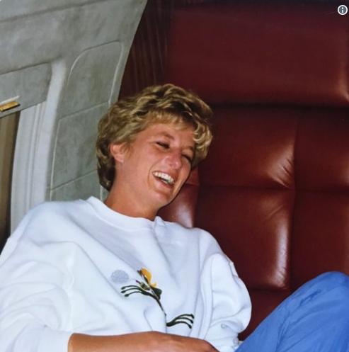 Lần đầu công bố bức ảnh hiếm hoi về Công nương Diana trong những ngày cuối đời và câu chuyện ý nghĩa đằng sau khiến ai cũng cảm động - Ảnh 1.
