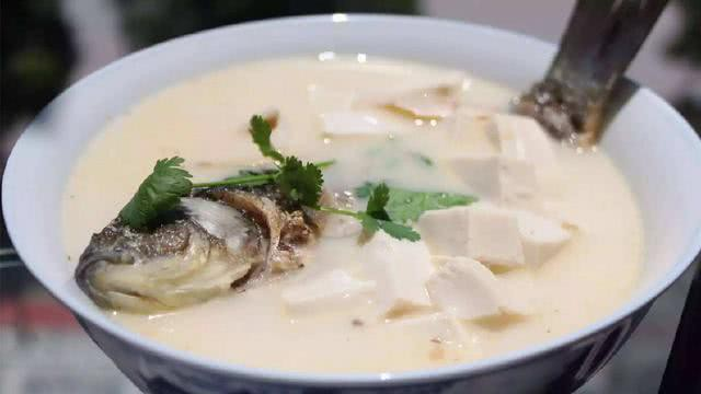 Đầu bếp nhà hàng 40 năm tiết lộ: Khi nấu cá, chú ý đến 3 điểm này để thịt cá thơm mềm bổ dưỡng, không nát không tanh - Ảnh 1.