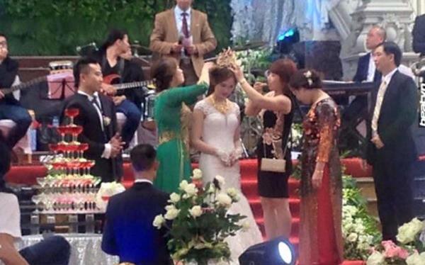 Tròn miệng dẹt mắt vì các siêu đám cưới sang, xịn, mịn: Tiệc cưới 3000 khách mời, cô dâu đội vương miện 100 cây vàng, đón dâu bằng phi cơ... - Ảnh 24.