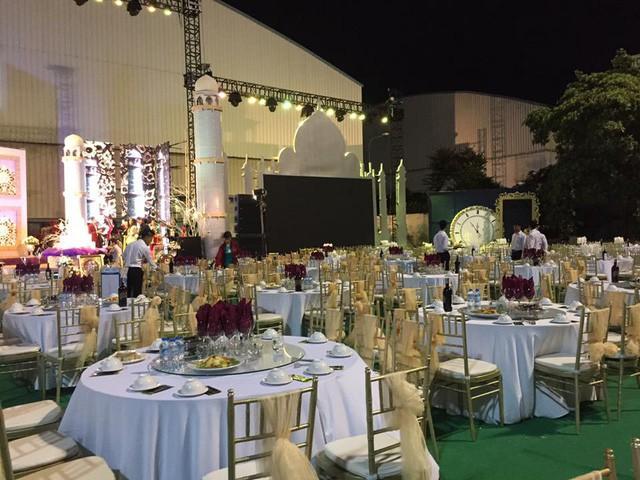 Tròn miệng dẹt mắt vì các siêu đám cưới sang, xịn, mịn: Tiệc cưới 3000 khách mời, cô dâu đội vương miện 100 cây vàng, đón dâu bằng phi cơ... - Ảnh 14.