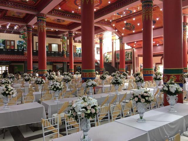 Tròn miệng dẹt mắt vì các siêu đám cưới sang, xịn, mịn: Tiệc cưới 3000 khách mời, cô dâu đội vương miện 100 cây vàng, đón dâu bằng phi cơ... - Ảnh 15.