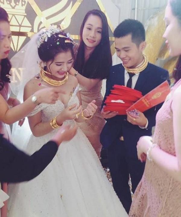 Tròn miệng dẹt mắt vì các siêu đám cưới sang, xịn, mịn: Tiệc cưới 3000 khách mời, cô dâu đội vương miện 100 cây vàng, đón dâu bằng phi cơ... - Ảnh 6.