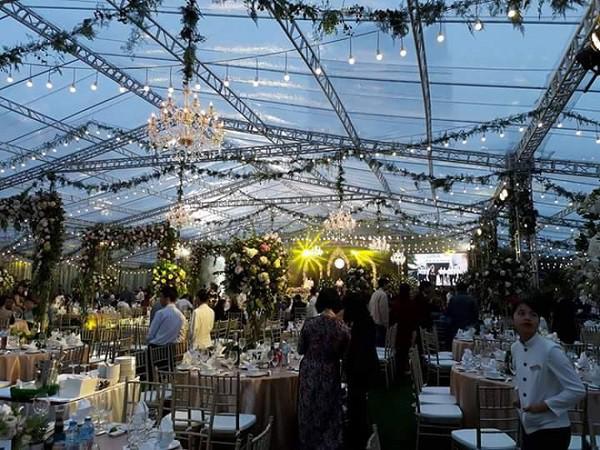 Tròn miệng dẹt mắt vì các siêu đám cưới sang, xịn, mịn: Tiệc cưới 3000 khách mời, cô dâu đội vương miện 100 cây vàng, đón dâu bằng phi cơ... - Ảnh 10.