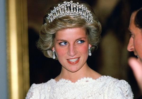 Hé lộ nơi an nghỉ cuối cùng của Công nương Diana sau 21 năm tuyệt đẹp như chốn thiên đường nơi hạ giới - Ảnh 1.