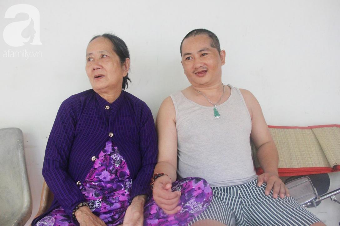 Phép màu đến với người mẹ già còng lưng, dìu con trai méo đầu đến bệnh viện mà không đủ tiền chữa trị - Ảnh 8.