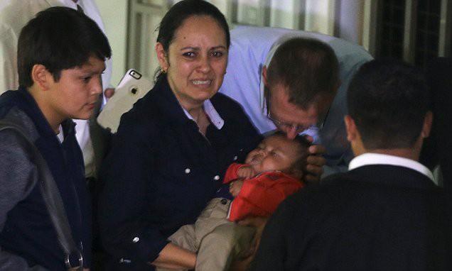 Linh tính mạnh mẽ giúp người mẹ tìm lại được con trai đã bị tráo từ khi mới lọt lòng, buộc bệnh viện cúi đầu nhận sai lầm - Ảnh 4.