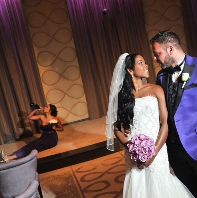 Ngày cưới chính là ngày vui nhất, vì vậy hãy lưu lại khoảnh khắc ấy bằng những bức hình nhìn là muốn cười bò như thế này - Ảnh 3.