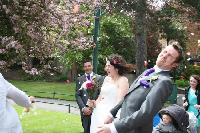 Ngày cưới chính là ngày vui nhất, vì vậy hãy lưu lại khoảnh khắc ấy bằng những bức hình nhìn là muốn cười bò như thế này - Ảnh 4.