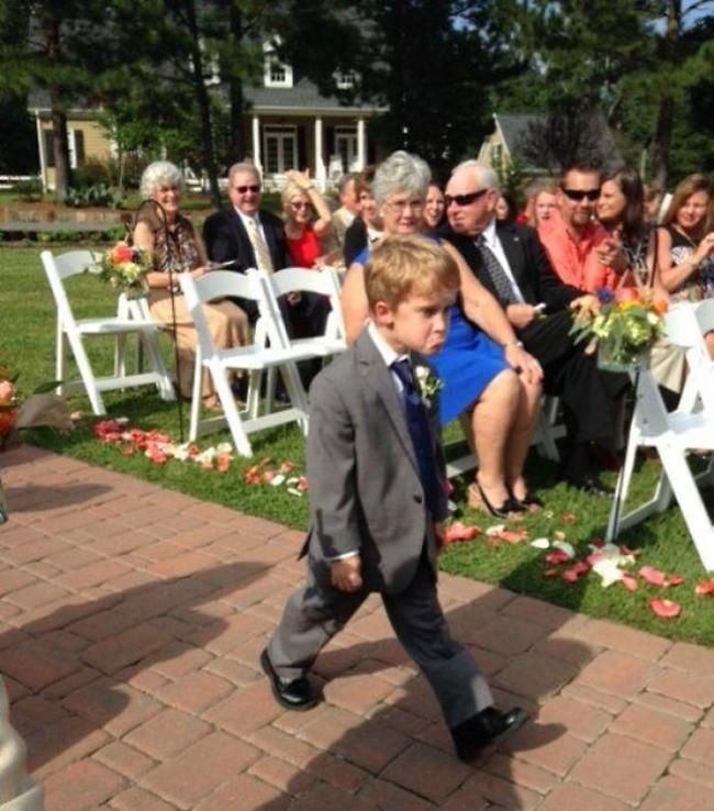 Ngày cưới chính là ngày vui nhất, vì vậy hãy lưu lại khoảnh khắc ấy bằng những bức hình nhìn là muốn cười bò như thế này - Ảnh 9.