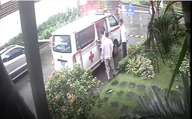 Xôn xao chuyện bảo vệ không cho xe cấp cứu vào chung cư, cư dân đột quỵ tử vong ở Hà Nội - Ảnh 1.