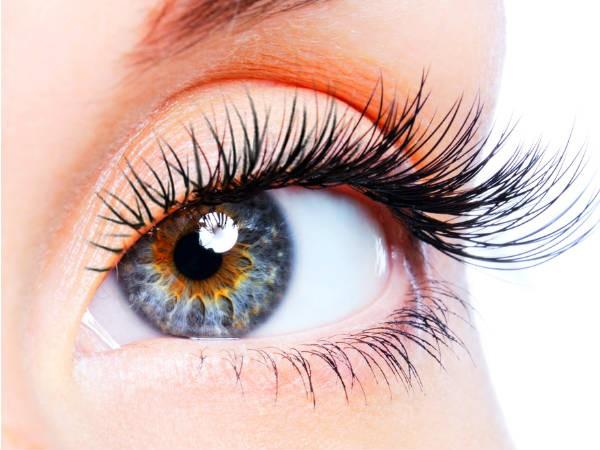 10 thói quen hàng ngày nếu không cẩn thận sẽ hủy hoại sức khỏe đôi mắt của bạn - Ảnh 1.