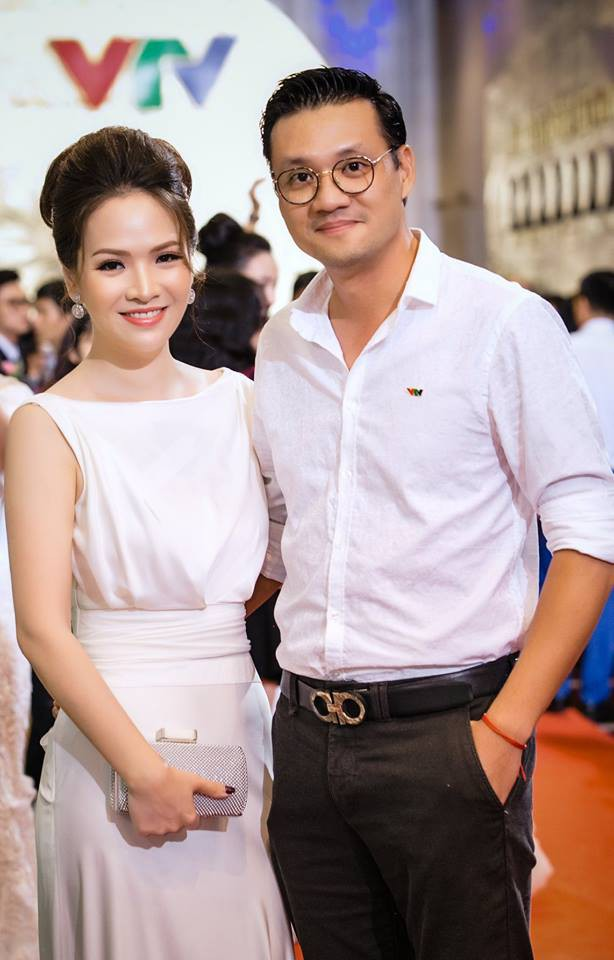 Đan Lê ngọt ngào an ủi khi thấy chồng trắng tay tại VTV Awards - Ảnh 1.